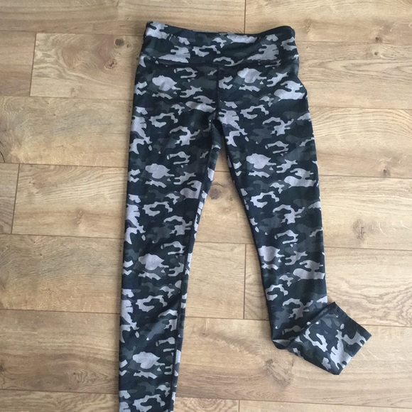 a8128ce30c585 Fabletics Pants | Camo Powerhold Leggings | Poshmark